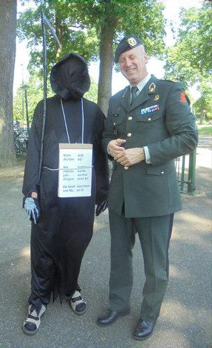 Man met zeis met generaal Martin Wijnen