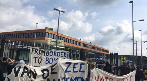 Demonstratie bij NAVO en TNO tegen militarisering van de grenzen.