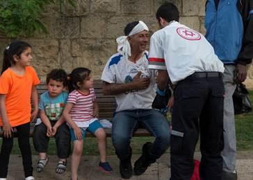 Gewonden na aanval op Jerusalem Hug
